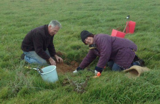 Andrew and Leonie Leonard planting Carkella 2015