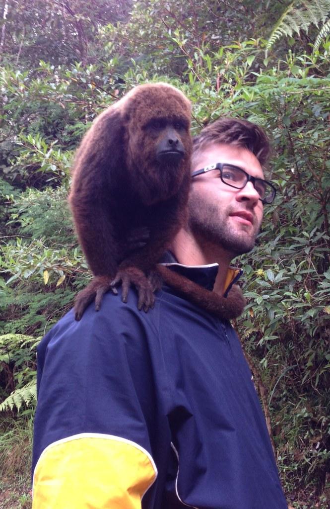 Charles and howler monkey Serra Bonita